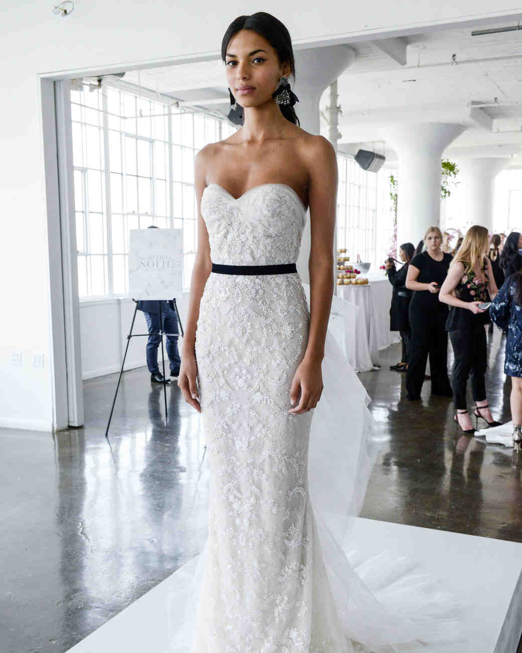 """Choosing your wedding dress? Here are trends for 2018!!!"""" 